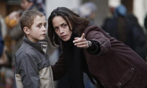 Berenice Bejo and Abdul Khalim Mamutsiev in The Search