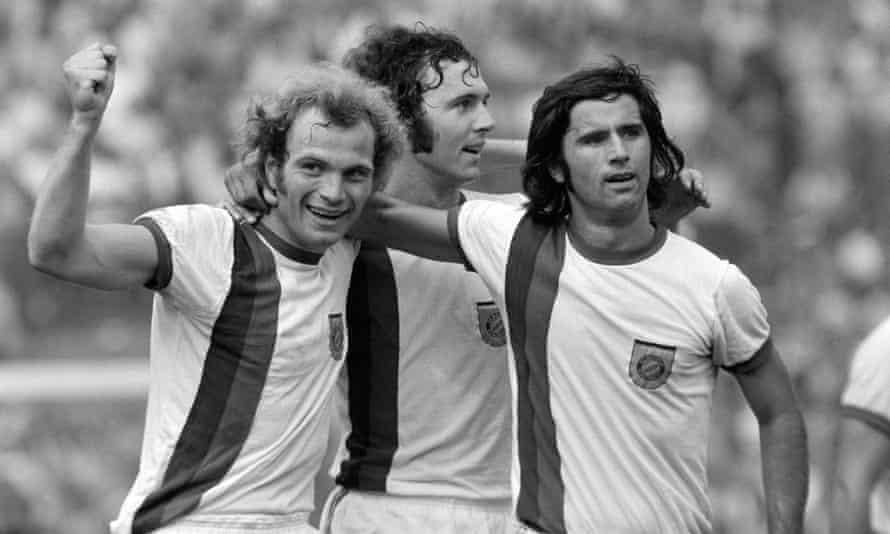 Gerd Müller with his Bayern Munich strike partner Uli Hoeness and captain Franz Beckenbauer in 1973.