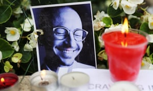 Moscow residents lay flowers in memory of Linkin Park frontman Chester Bennington outside US Embassy in Moscow
