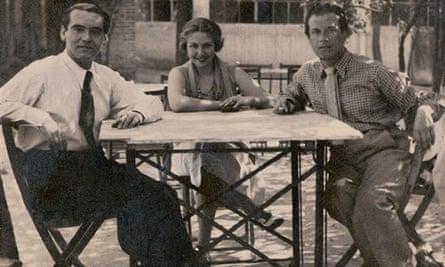 María Teresa León with Federico García Lorca, left, and Rafael Alberti, her husband, in a picnic area in Cuatro Caminos, Madrid in 1934.