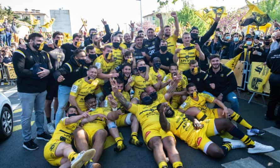 La Rochelle's players pose outside the Stade Marcel Deflandre as they celebrate their victory over Leinster to reach the Champions Cup final.