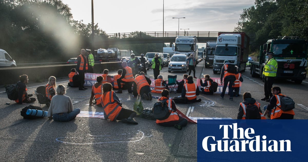 Ministers plan legal action to stop Insulate Britain disrupting motorways