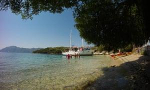 Clear water and the Mowgli motor yacht, Lefkada