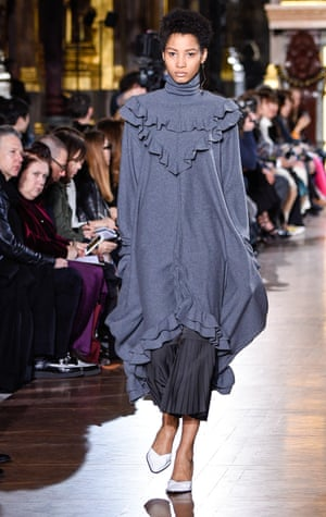 Frilled edges showcased an effortless coolness.