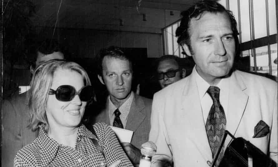 John Stonehouse and his wife at Sydney airport in 1975