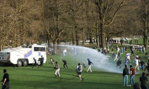 Police disperse young people.