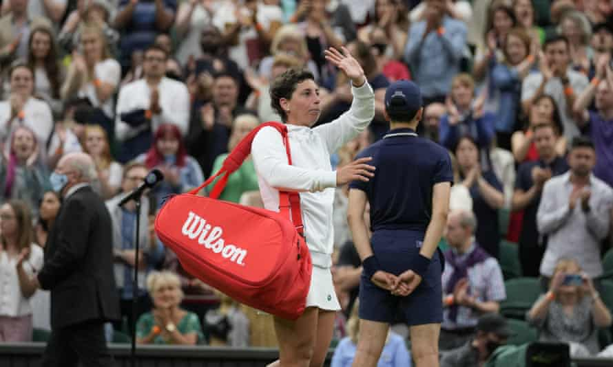 Carla Suárez Navarro leaves the court to a standing ovation after being defeated by Ashleigh Barty.