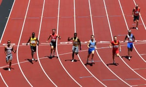 Team USA crash out of the men's 4x100m relay