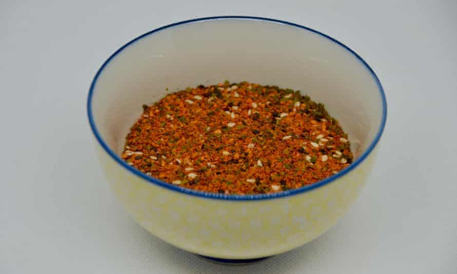 A bowl of shichimi togarashi.