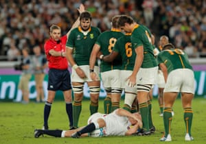 An early penalty is awarded to South Africa after a loose pass by Billy Vunipola to Owen Farrell.