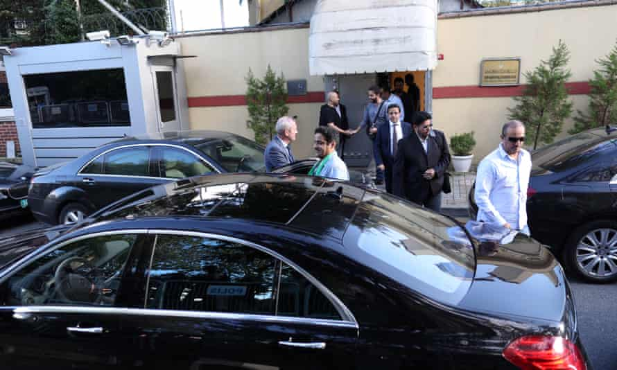 Saudi officials outside consulate in Istanbul