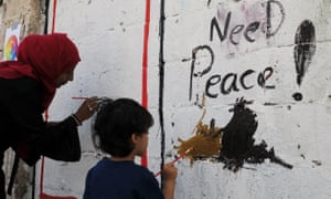 Yemenis painting signs calling for peace