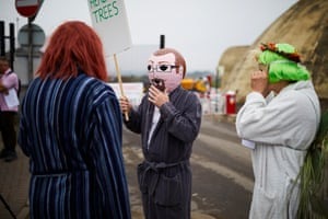 Sheffield, England, UK Protesters, some wearing wigs and dressing gowns, slow-walk to blockade Sheffield council's Orchard Grove Road depot to prevent tree-felling contractors from chopping down hundreds of trees across the city
