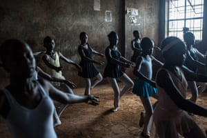 Fredrik Lerneryd: 1st place: Contemporary Issues - from the series 'Slum Ballet'The Kibera ballet school is part of the Anno's Africa and www.onefineday.org projects working in slum areas in Kenya. Weekly ballet classes are held by former dancer Mike Wamaya. In collaboration with a ballet studio in Karen, an upperclass area in Nairobi, young dancers are given the opportunity to be part of productions at the city's national theatre. More details here