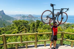A cyclist poses after making the steep ascent to the Vista Chinesa, on the way up to Christ the Redeemer.