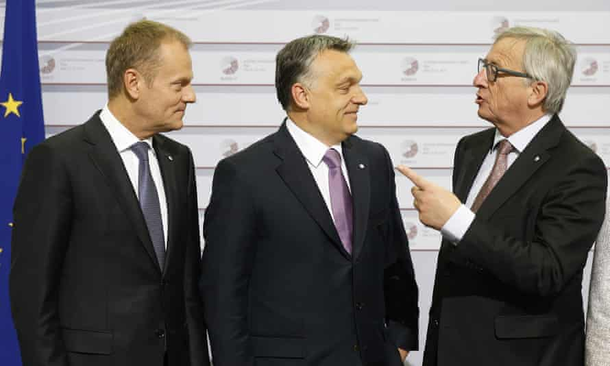 Donald Tusk, left, with Viktor Orbán and Jean-Claude Juncker