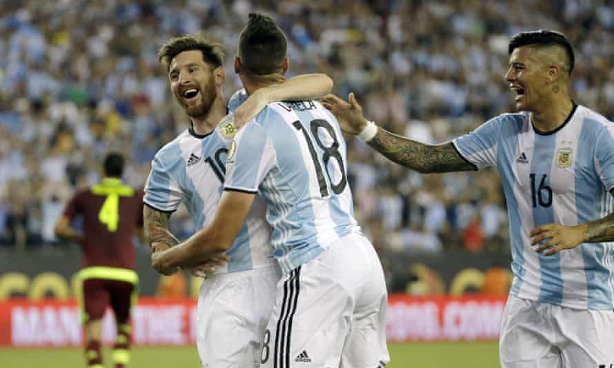Messi celebrates with Erik Lamela and Marcos Rojo.