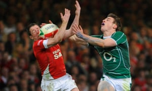 Shane Williams (left) in action for Wales during the 2009 Six Nations