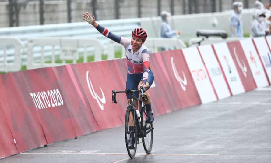 Sarah Storey wins the women's C4/5 road race at the Tokyo Paralympics