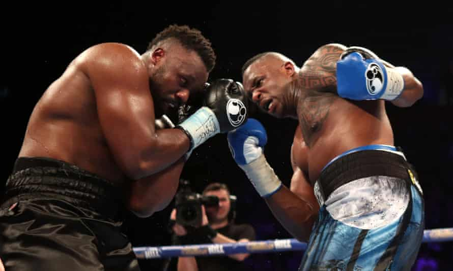 Dillian Whyte (right) in action against Dereck Chisora during their WBC World Heavyweight Title Eliminator in 2016.