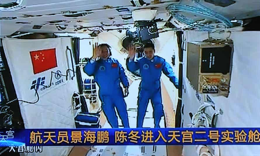 Jing Haipeng, left, and Chen Dong in Tiangong 2