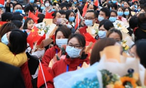 People greet 17 medics supporting virus-hit Hubei Province as they come back to work at the Second Affiliated Hospital of University of South China in Hengyang, central China's Hunan Province, 5 April 2020.