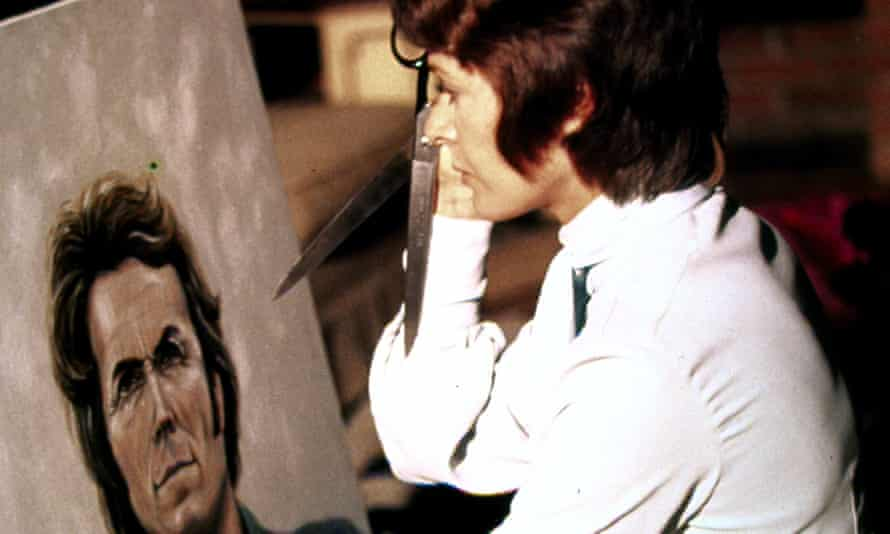 Jessica Walter holds a pair of scissors menacingly up to a canvas depicting Clint Eastwood in Play Misty For Me