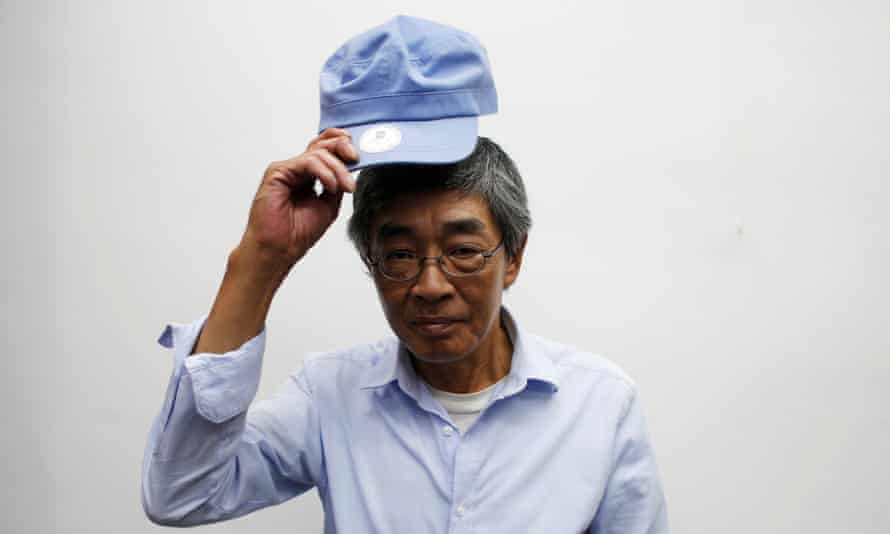 Bookseller Lam Wing-kee has said he was abducted while crossing into mainland China and kept in a padded cell between interrogations.