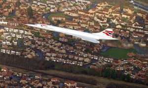 Concorde passes Bristol on its final flight to Filton airfield in 2003