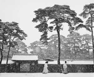 Werner Bischof: Courtyard of the Meiji shrine, Tokyo 1951.