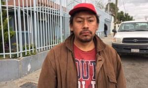 被驱逐出境的墨西哥移民奥斯卡罗萨斯梦想回到美国。