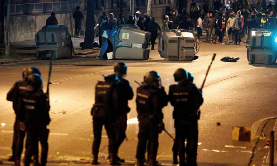Police clash with demonstrators in Girona.