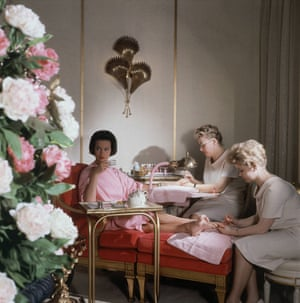 Vanderbilt relaxes at a day spa at the House of Revlon in 1961.