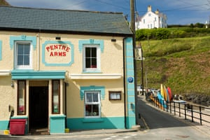 Pentre Arms Public House on seafront. Wales, Ceredigion, Llangrannog,