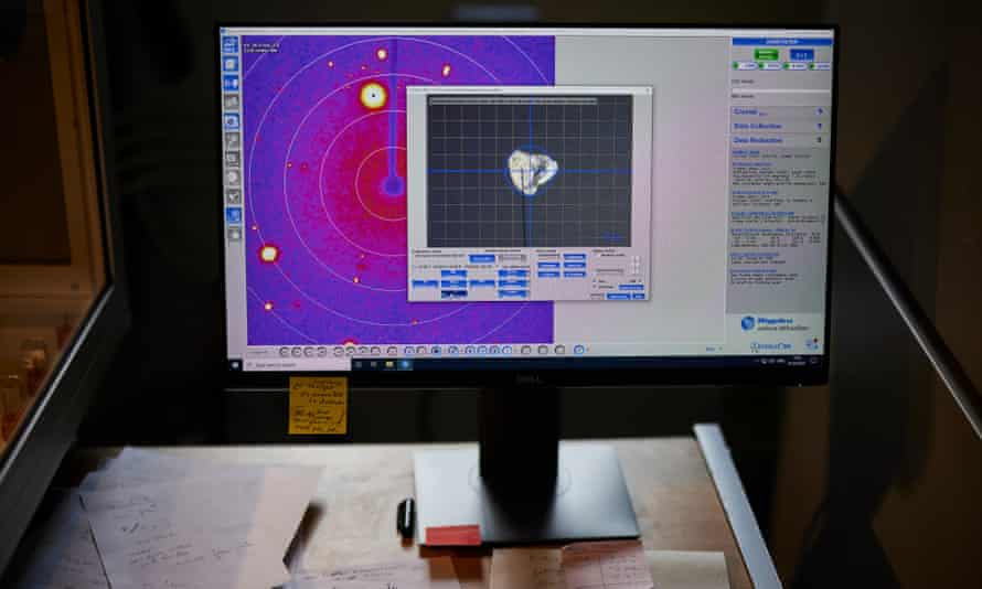 Xray goniometer (x-ray defractometer) is used to examine Garnet - crystallography of the earths mantle minerals