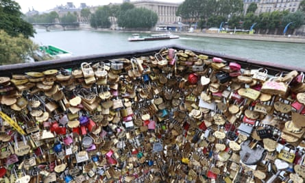 Love's labour's lost … padlocks on the Pont Neuf in August 2016. Authorities have spent the last 18 months removing them from the city's bridges.