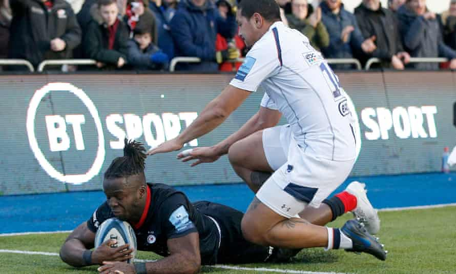Rotimi Segun crosses the line for his first try during Saracens' one-sided win against Worcester.