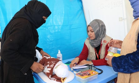 When she was eight months pregnant, Hadija walked more than 10 hours to escape armed groups controlling the Hawija area. She gave birth in an internally displaced people camp and now lives with her son Mustafa in another camp. Mustafa is just one month old, and Hadija brought him to see Dr Ebaa at Medair's medical clinic.