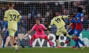 Nicholas Pepe macht es drei für Arsenal.