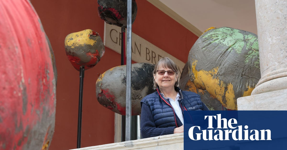Phyllida Barlow to unveil five-metre-tall sculpture at Highgate cemetery