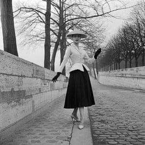 Bar suit spring – summer 1947 collection. Modelled by Renee 1955.