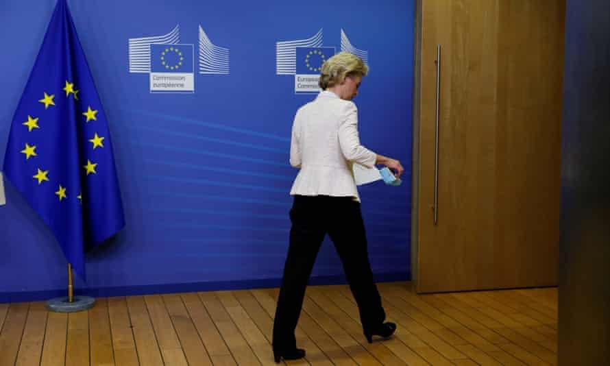 Ursula von der Leyen leaves the room