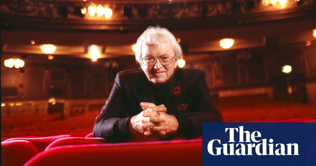 Leslie Bricusse, songwriter behind Goldfinger and Willy Wonka, dies at 90