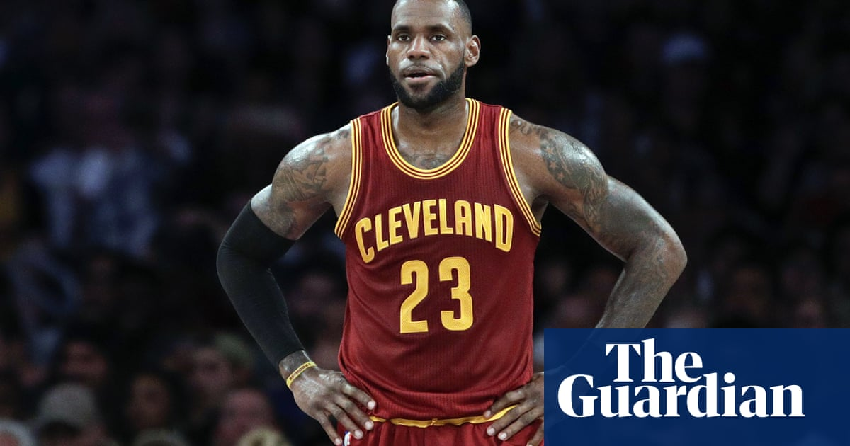 8a5ff284801 LeBron James agrees to four-year