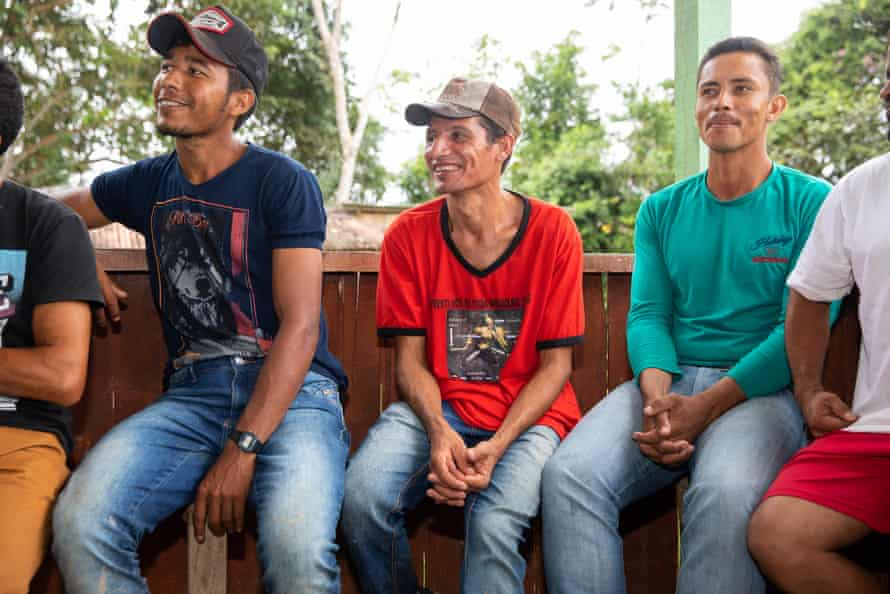 The local seringueiros listen to Kopp at the community meeting.