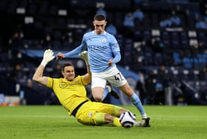 Alex McCarthy lunges at Phil Foden.