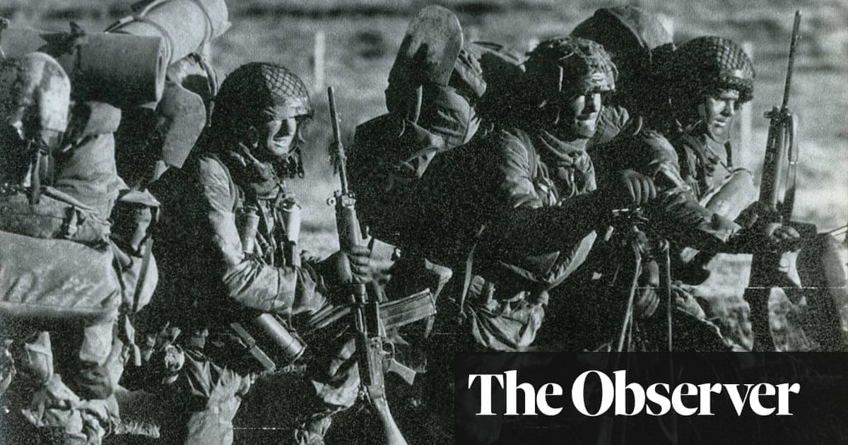 The Falklands retold – by my fallen uncle's paratrooper