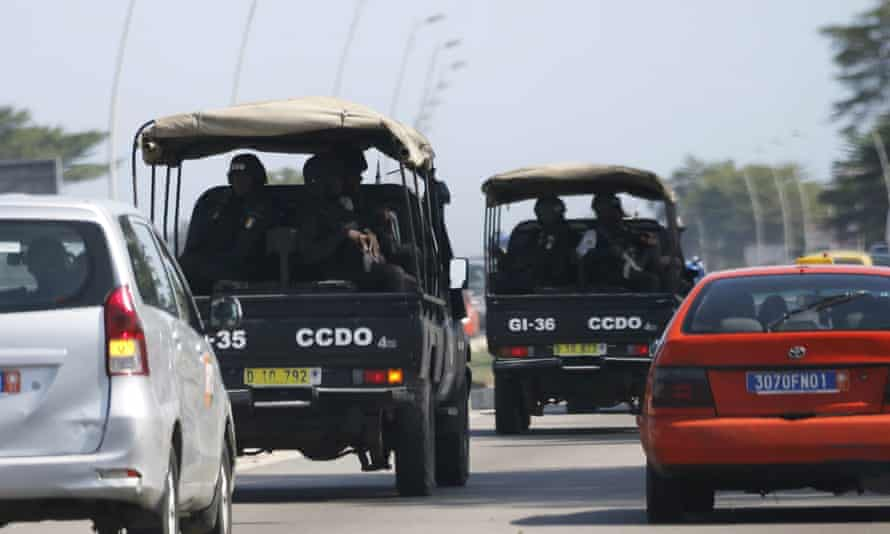 Security forces drive towards Grand-Bassam.