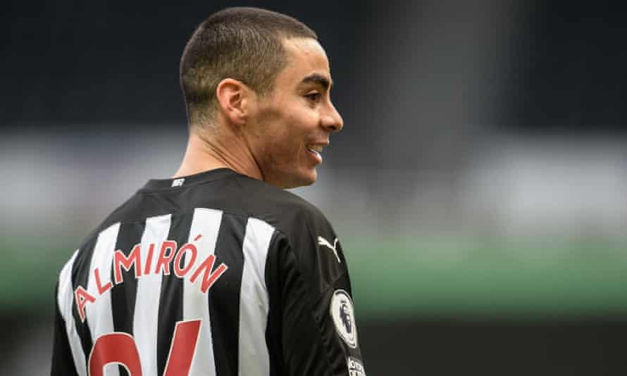 'Miguel Almirón is an unbelievable pro who has a great attitude', said Steve Bruce, who is not happy with the Paraguayan's agent, Daniel Campos.