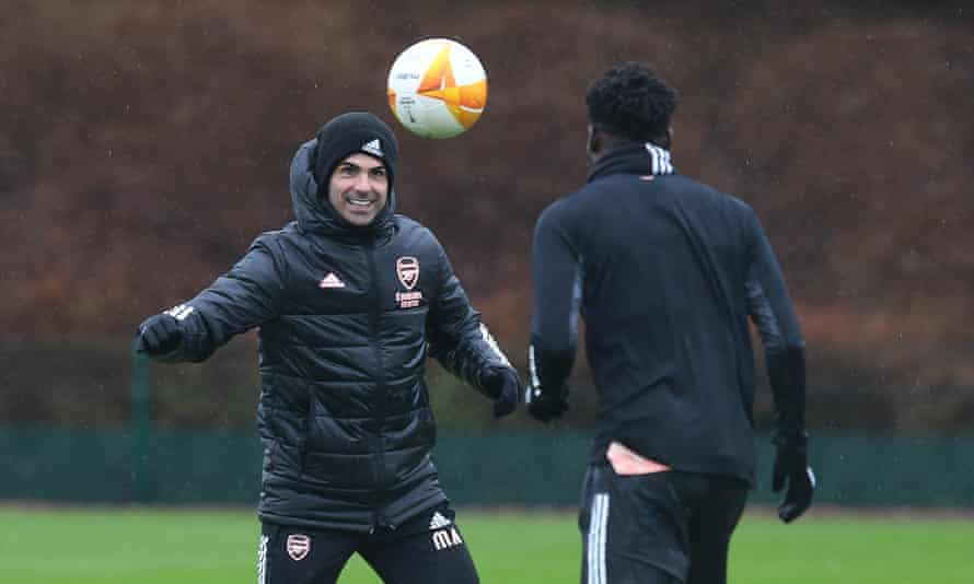 Mikel Arteta plays keep it up with Thomas Partey before Sunday's north London derby.